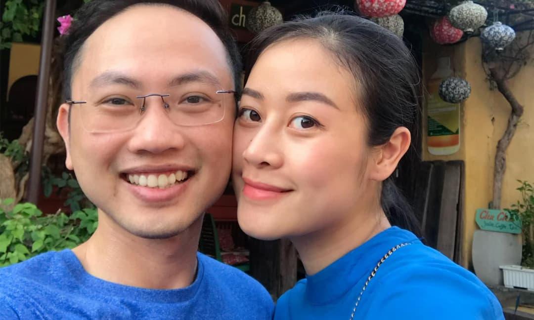 MC Phí Linh kỷ niệm 2 năm ngày cưới, không quên 'tố cáo' chồng: 'Không có quà chẳng có hoa'