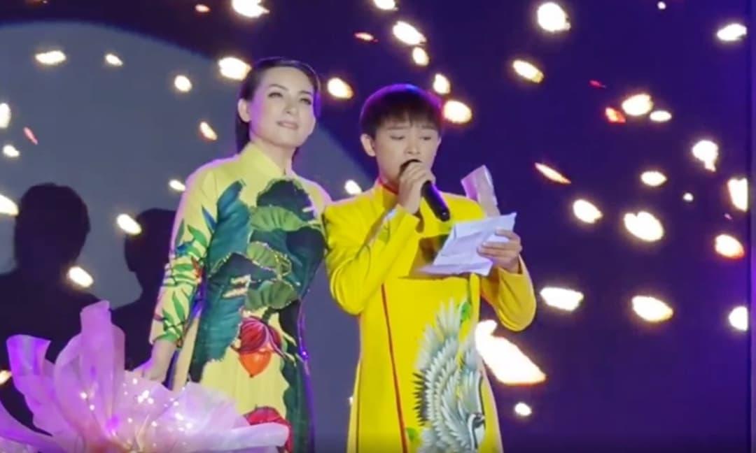 Giữa 'tâm bão', dân mạng rần rần chia sẻ clip Phi Nhung thắm thiết song ca cùng Hồ Văn Cường cách đây 1 tháng
