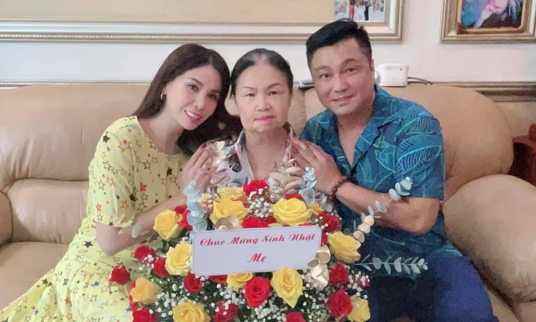 Diễn viên Lý Hùng tổ chức sinh nhật cho mẹ tại nhà