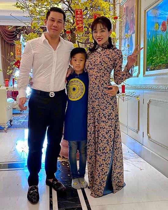 le-quyen-khong-giau-chuyen-bo-me-ly-hon-voi-con-trai-c21f86c2-ngoisaovn-w550-h686 0
