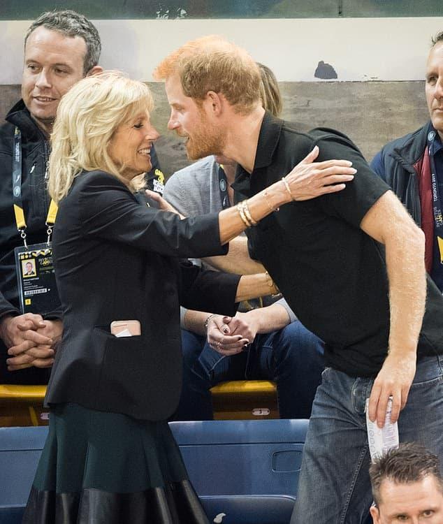 Bị Hoàng gia quay lưng, Harry tham gia sự kiện cùng Đệ nhất phu nhân Biden, khẳng định vị trí trên đất Mỹ  1