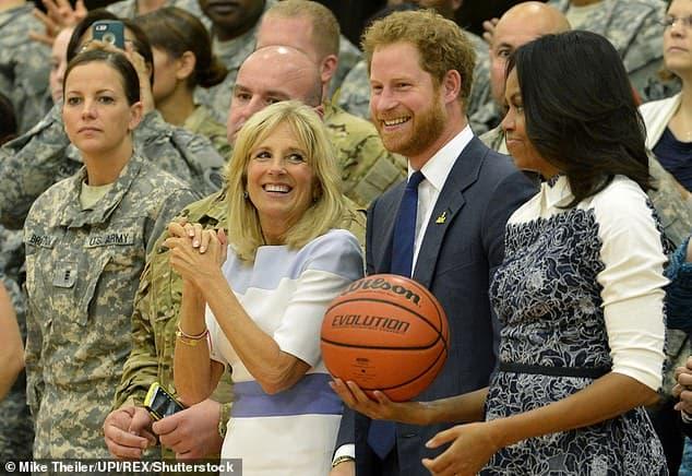 Bị Hoàng gia quay lưng, Harry tham gia sự kiện cùng Đệ nhất phu nhân Biden, khẳng định vị trí trên đất Mỹ  6