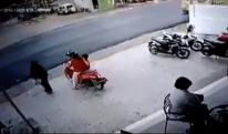 Bé trai lỡ vặn tay ga khiến 2 mẹ con lao ra đường gây tai nạn nguy kịch