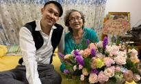 Tự tay cắm hoa tặng mẹ nhân ngày 20/10, Dương Triệu Vũ nhận cái kết 'không đỡ nổi'