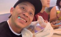 Giữa bữa ăn toàn sơn hào hải vị cùng đồng nghiệp, Hoài Linh vẫn giản dị trung thành với... cá khô
