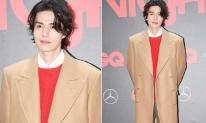 Lee Dong Wook đi tiệc cuối năm, vẻ đẹp lãng tử làm 'tan chảy' trái tim nhiều fans nữ