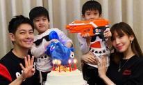 Đăng ảnh 2 nhóc tì sinh đôi lớn nhanh như thổi, Lâm Chí Dĩnh lại gây sốt vì quá trẻ ở tuổi ngoài 40