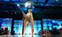 Hoàng Thùy 'gây bão' với trang phục dân tộc 'Cafe phin sữa đá' tại Miss Universe 2019