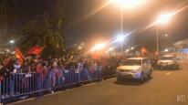 Đoàn máy cày phủ kín sắc đỏ, ra sân bay đón 2 ĐT bóng đá nữ và U22 Việt Nam về nước