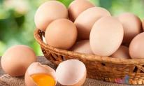 Tại sao trứng bán trong siêu thị không có phân dính?