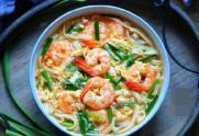 Cách nấu món mì gạo tôm tươi đơn giản, vừa an toàn vừa đầy đủ dinh dưỡng cho cả gia đình