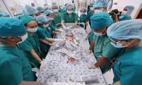 Cặp song sinh Trúc Nhi - Diệu Nhi đã tỉnh lại sau ca đại phẫu lịch sử kéo dài gần 13 tiếng
