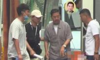 'Càn Long' Trương Quốc Lập xuất hiện mệt mỏi phải có người dìu, vất vả làm việc ở tuổi xế chiều