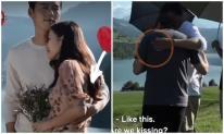 Đôi tay 'hư hỏng' của Hyun Bin bị bắt quả tang cố tình 'động chạm' vòng một của Son Ye Jin, mối quan hệ hiện tại có đơn thuần?