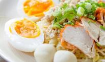 Khi nấu trứng, bạn cho muối hay dấm? Chủ cửa hàng bán đồ ăn sáng chia sẻ 4 mẹo để làm mềm và bóc dễ dàng
