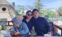 Ngọc Quỳnh 'Hoa hồng trên ngực trái' cùng vợ con du lịch Sa Pa, than thở vì phải cõng 23kg lên đỉnh núi