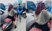 Đang nhuộm tóc tím hợp trend đón Tết, cô gái vội vàng phi ra đường khiến dân tình đoán: 'Chắc đi bắt ghen'