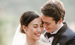 Hoàng Oanh hé lộ ảnh cưới rõ mặt bạn trai ngoại quốc