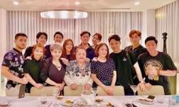 Hội bạn thân đình đám của Trấn Thành tụ họp diện đồ tông xuyệt tông, đi ăn từ 8 giờ tối đến tận 2 giờ sáng