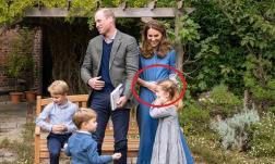 Công nương Kate bị nghi ngờ bầu bí khi có hành động lạ bên Hoàng tử William và 3 nhóc tì đáng yêu