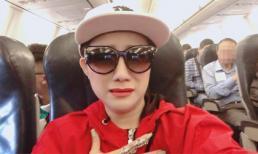 'Bà mối' Cát Tường mặt méo xẹo khi gặp sự cố trên máy bay