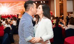 Nữ ca sĩ 'từng bị chém gần đứt lìa chân' hôn chồng đại gia giữa sự kiện đông người
