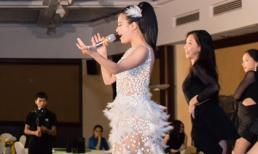 Ca sĩ Hoàng Thùy Linh khuấy động sự kiện SkinClinic - Làn da khỏe cho người Việt