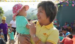 Phó chủ tịch Phạm Ngọc Phượng đại diện Bwon trao tặng 2 ngôi trường mầm non tại huyện Sông Mã, tỉnh Sơn La
