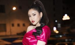 Trương Quỳnh Anh bất ngờ, bối rối khi nhận cúp tôn vinh Phụ nữ tài sắc vẹn toàn
