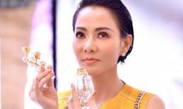 Thu Minh là sao Việt duy nhất chạm tay vào chai nước hoa nửa tỷ