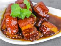 Cách nấu thịt lợn kho tại nhà thơm ngon, không béo theo bí quyết của đầu bếp nổi tiếng