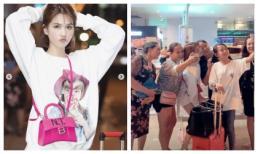 Chán khoe eo khoe ngực, Ngọc Trinh kín như bưng, được fan bao vây ở sân bay