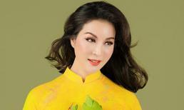MC Thanh Mai khoe nhan sắc không tuổi với áo dài hoa sen