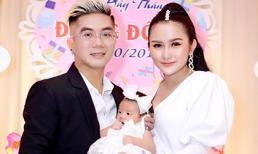 Sau một tháng sinh, vợ hot girl của Khánh Đơn lấy lại dáng bốc lửa trong tiệc đầy tháng con gái đầu lòng