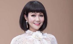 NSƯT Ngọc Huyền đội tóc giả làm mẫu áo dài