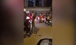 Va chạm giao thông, tài xế ô tô cầm cờ lê đánh thanh niên GrabBkie gây bức xúc