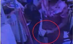 Nữ quái vờ xem hàng rồi ra tay móc trộm điện thoại trong shop thời trang ở Hà Nội
