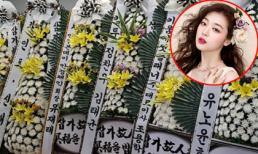 Hoa trắng ngập tràn lễ viếng Sulli, các nghệ sĩ lần lượt tề tựu để tiễn đưa 'đóa hoa lê tháng 3'