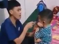 Phẫn nộ clip cha tát bôm bốp khiến con nhỏ bầm tím mặt rồi dọa dẫm khi vợ can ngăn: 'Tao giết nó được luôn đó, mày tin không?'