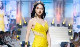Không thể rời mắt trước nhan sắc rạng rỡ của Hoa hậu Hương Giang