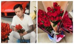 Tuấn Hưng dậy từ 4h30 mua hoa, tự tay gói tặng mẹ và vợ