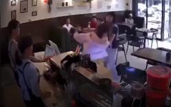 Chen ngang lúc mua hàng, cô gái bị đánh nhừ đòn