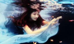 Mỹ nhân được mệnh danh là 'nàng tiên cá' ngoài đời thực khi chỉ thích múa hát dưới nước
