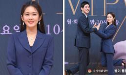 'Thánh hack tuổi' Jang Nara hóa tổng tài bá đạo bên 'anh chồng quốc dân' Lee Sang Yoon