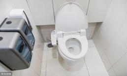 Nên đậy hay mở nắp bồn cầu khi không dùng nhà vệ sinh?