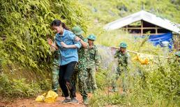 Hoa hậu Lương Thùy Linh té ngã khi vác vật liệu 'Đắp đường, xây ước mơ'