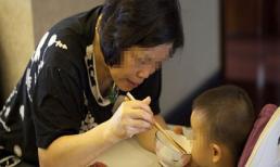 Thói quen hàng ngày bà nội làm đối với cháu khiến con tôi mới có 2 tuổi đã mắc bệnh viêm dạ dạy