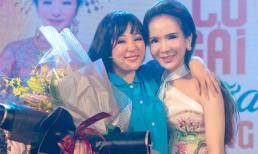 Hot girl Trần Đoàn vừa khóc vừa cười khi đi xem liveshow của danh hài Thúy Nga