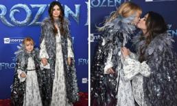 Dễ thương như chị em nhà Selena Gomez: Rủ nhau hóa công chúa lại còn 'khóa môi' ngọt ngào