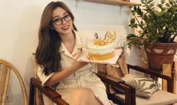 Á hậu Phương Nga hạnh phúc bên chiếc bánh kem được bạn trai mua tặng sinh nhật